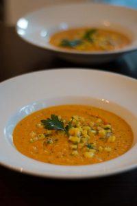 Möhren-Tomaten und Kokusmilch Suppe